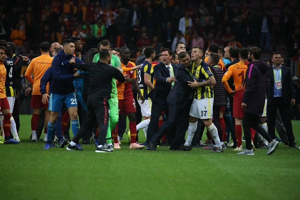 Galatasaray vs Fenerbahce, riot