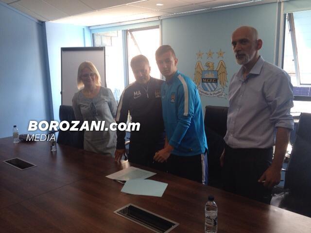 Celina nënshkruan kontratë profesionale me Manchester City