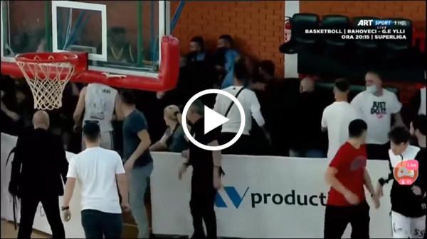 Momenti i rrahjes mes lojtarëve në ndeshjen Ponte Prizreni - Peja (VIDEO)