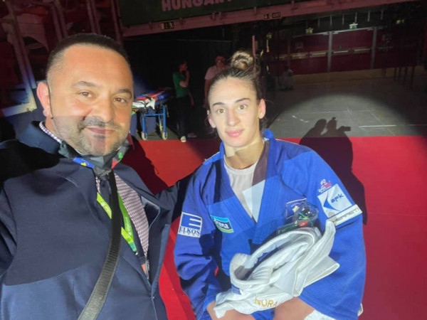 Nora fiton medaljen e bronztë, duke e mposhtur xhudisten serbe