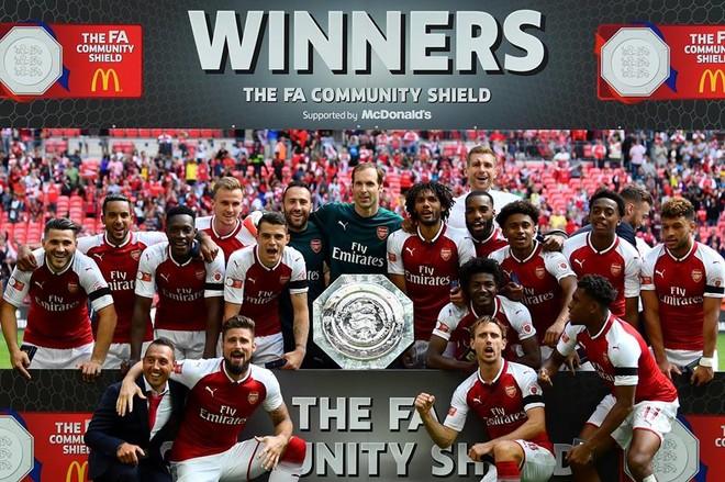 Arsenal e nis stinorin me trofe