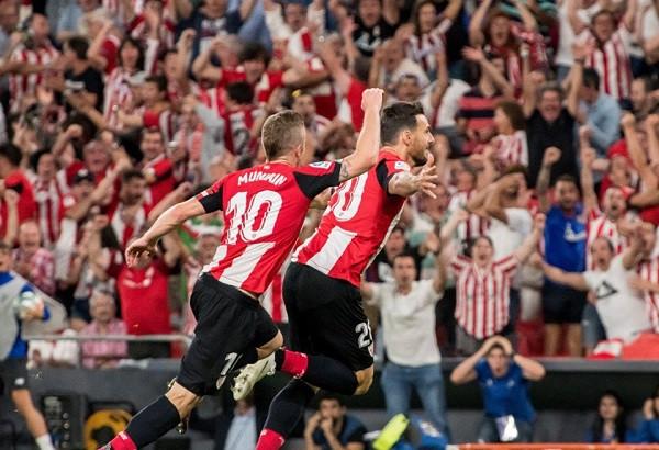 Veterani Aduriz me gol akrobatik mposht Barcelonën
