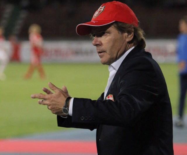 Skënderbeu ndan rrugët me trajnerin Agostinelli