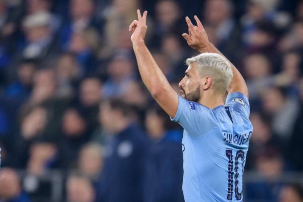 City me 10 lojtarë, në minutën e fundit përmbys Schalken
