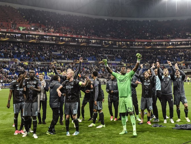 Lyon zgjohet vonë, Ajax në finale