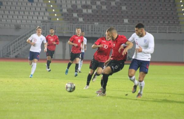 Anglia U21 triumfon lehtë ndaj shpresave kuqezi