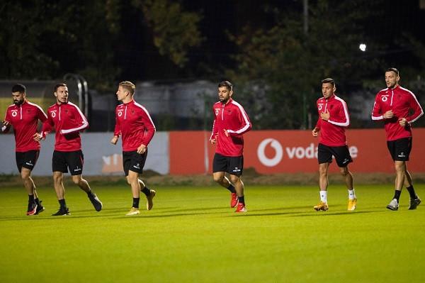 Shqipëria para ndeshjeve vendimtare, formacioni i mundshëm
