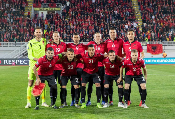 Rënie e kuqezinjëve në renditjen e FIFAs