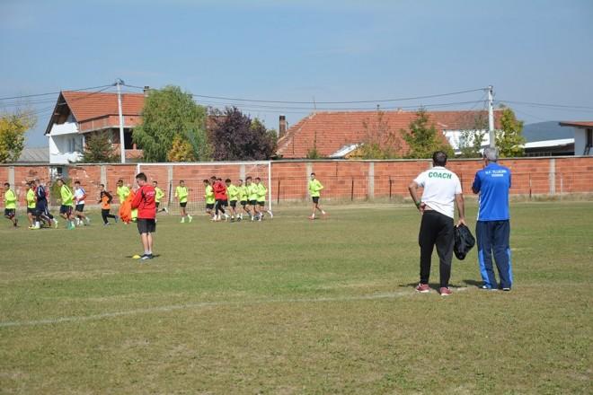 Vllaznia me trajner të ri