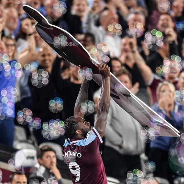 Antonio rekoder i West Ham, Moyes lider i Premier League