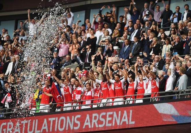 I pari për Xhakën, Arsenali fiton Kupën FA