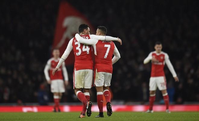 Arsenali fiton, 1 pikë larg Liverpoolit