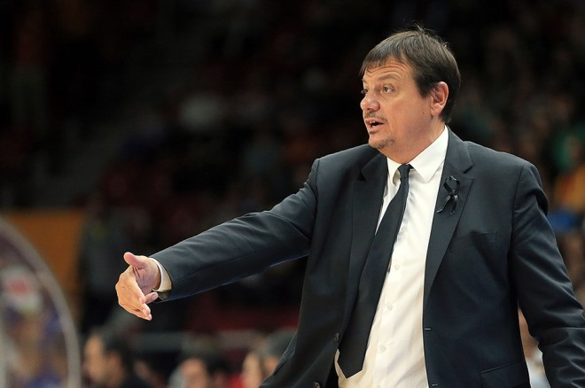 Anadolu Efes zyrtarizon Atamanin trajner
