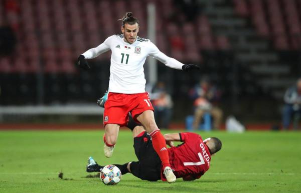 Bale s'kalon, Balaj për fitore kuqezi