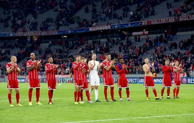 Bayern kalon Anderlechtin që mbeti me 10 lojtarë