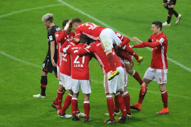 Bayerni i rikthehet fitoreve