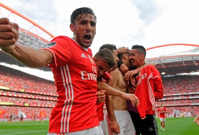 4 vite radhazi, Benfica vazhdon sundimin