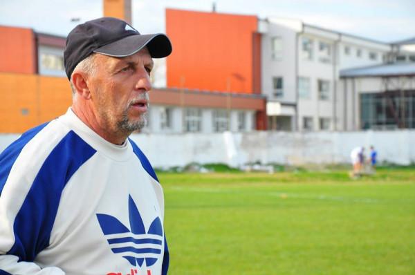 Pas humbjes, dorëhiqet trajneri