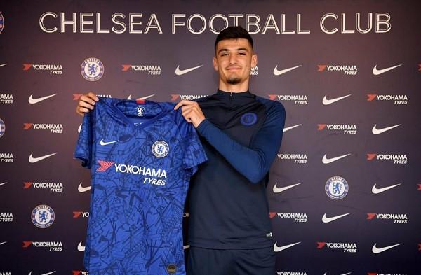 Armando Broja me kontratë profesionale te Chelsea