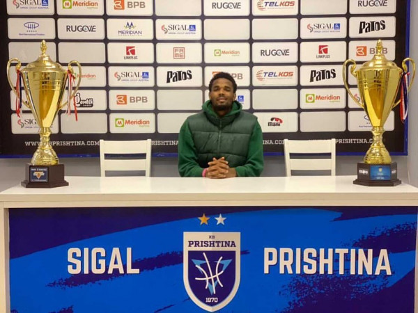 Dachon Burke prezantohet te Prishtina