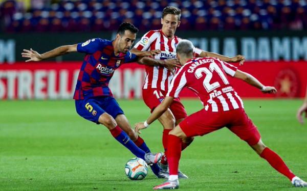 """Barcelona """"dorëzohet"""" në luftë për titull"""