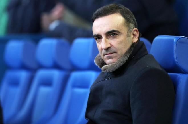 Swansea mbetet pa trajner