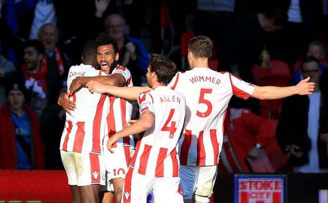 Stoke ndal Unitedin, Shaqiri asiston