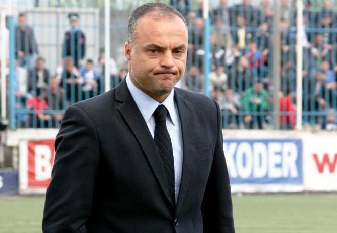 Humbja në Korçë, ndan trajnerin me ekipin