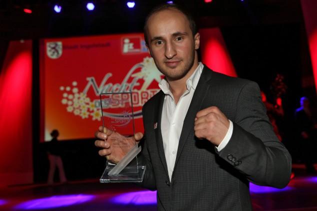 Dardan Morina fiton për 4 minuta, mbron titullin kampion