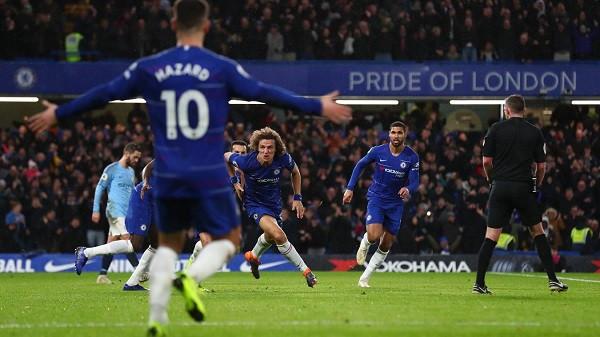 Chelsea fiton derbin, Liverpool flen në krye