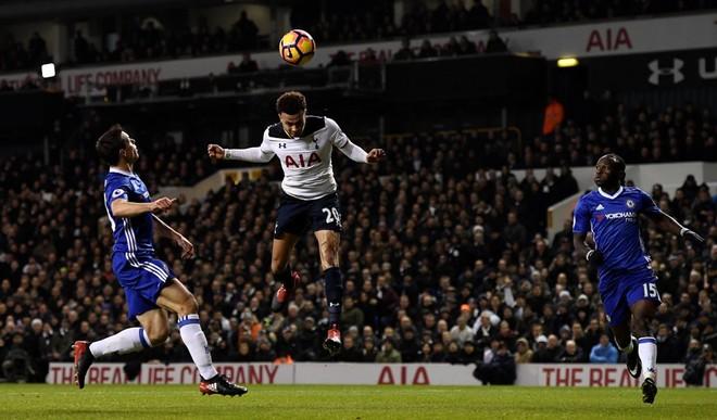 Pas 13 fitoreve, Chelsea bie në 'White Hart Lane'
