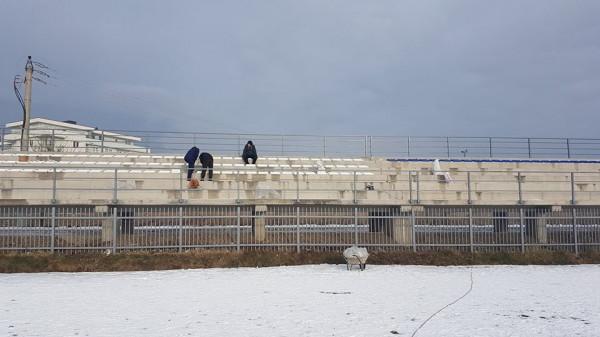 Stadiumi i Istogut bëhet me ulëset e para