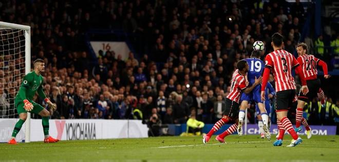 Costa shkëlqen, Chelsea një hap para titullit