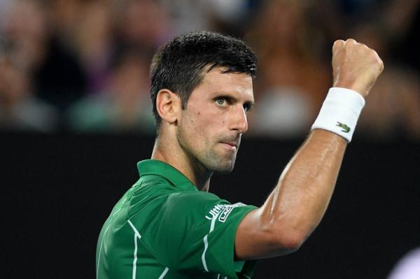 Mposhtet Federer, Djokovic në finale