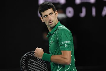 Thiem dorëzohet, Djokovic triumfues i Australian Open 2020