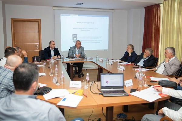 FSHF përgatit protokollin mjekësor, takohet me krerët e klubeve të Superiores