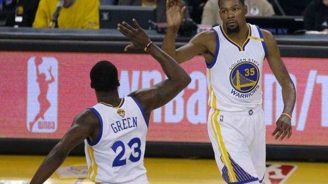 Warriors 3-0 me Durantin që shënoi rekord