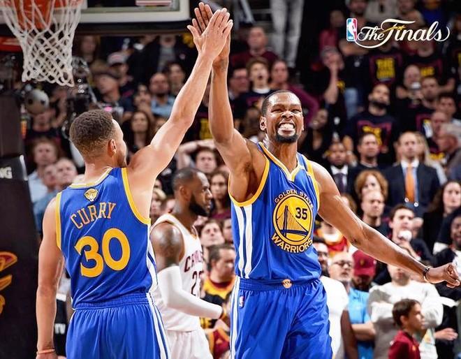 Warriors pranë titullit, Durant vendimtar