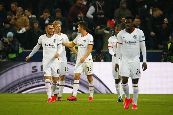 15 minutat e Berishës s'mjaftuan, Eintracht kualifikohet