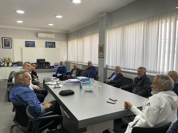 FFK insiston që të rinis futbolli