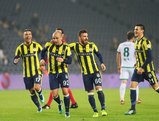 Fenerbahçe fiton dhe kalon në gjysmëfinale