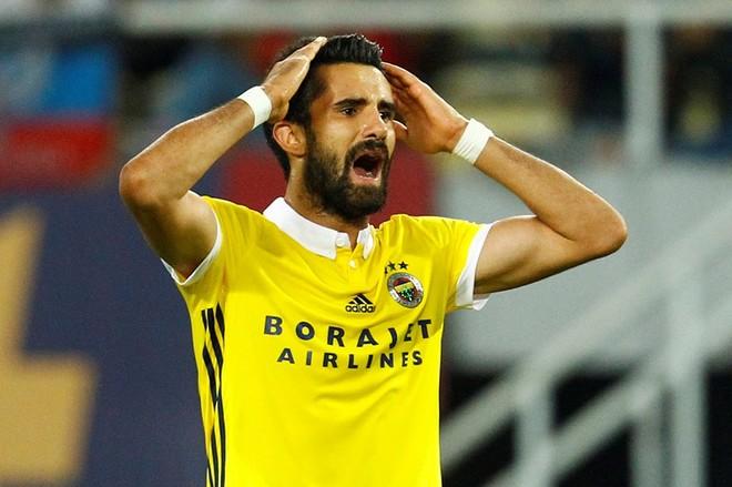 Vardari i jep kokëdhimbje Fenerbahçes