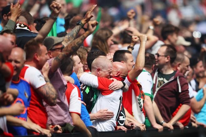 Pas 18 viteve, Feyenoordi kampion i Holandës!
