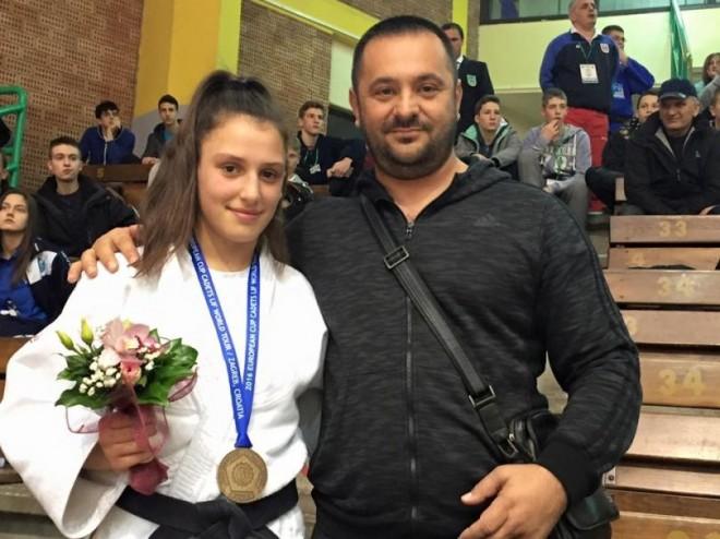 Xhudistja serbe nuk pranon duelin, Flaka Loxha në finale