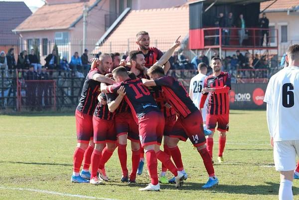 7 gola, 1 karton të kuq, Gucev sjell fitoren