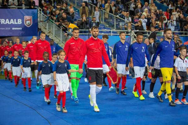 UEFA 'dënon' Francën për gabimet ndaj himnit shqiptar