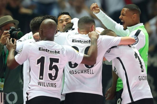 Befasi në Gjermani, Frankfurti fiton DFB Pokal