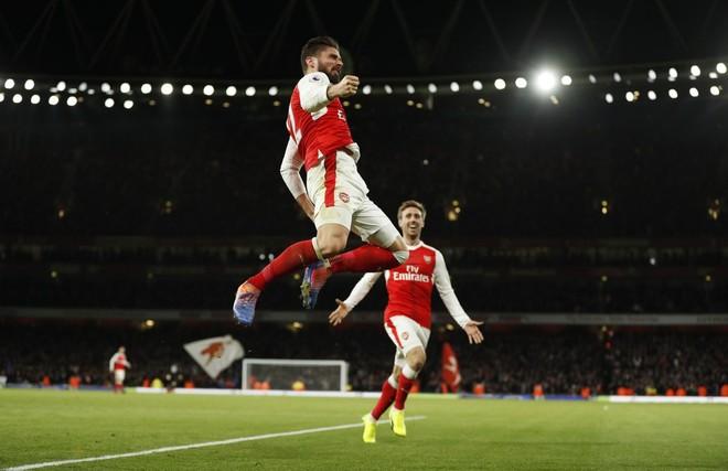 Giroud shpëton Arsenalin