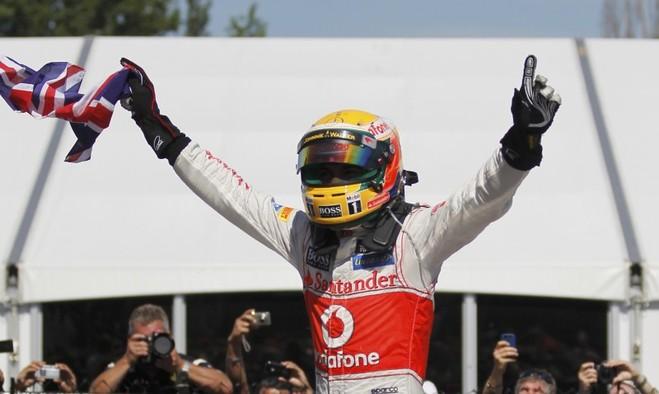 Sezoni i ri nesër, Hamilton në 'pole position'