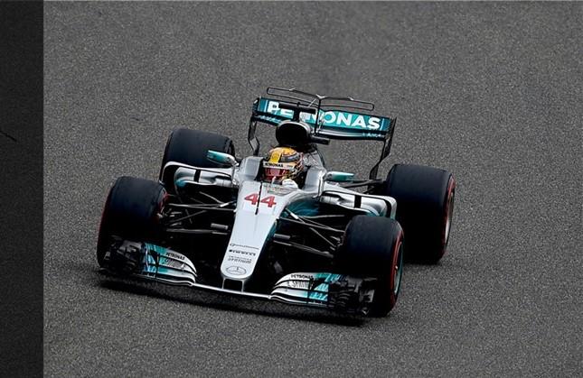 Hamilton triumfon në China GP